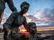 Darren Gregory's photo of statues by Hull Marina